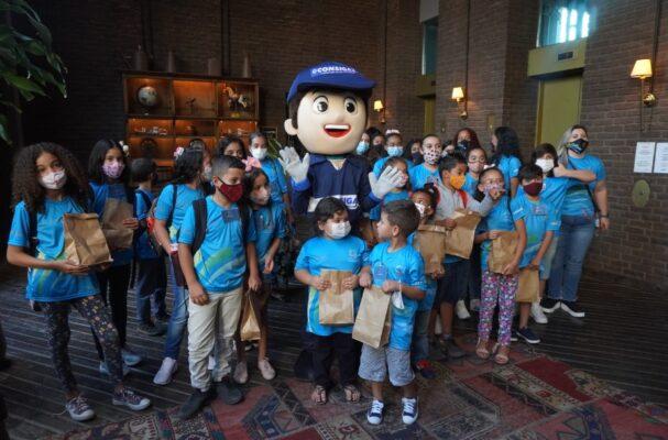 Fundação Edmilson em ação beneficente com crianças de Santana de Paraníba
