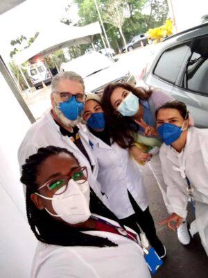 Maisa é imunizada contra a Covid-19 em Santana de Parnaíba