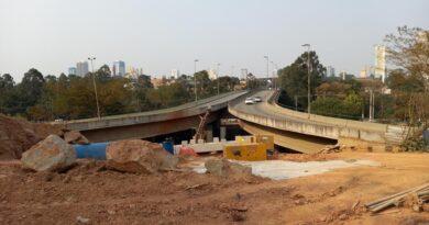 obra de ligação da ponte do alphaville para avenida café do ponto