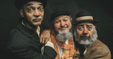 """Peça """"Quem Morreu"""" é encenada pelo grupo Andaime Teatro"""