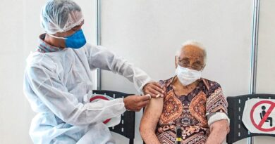Barueri vacina idosos acima de 90 anos com dose adicional